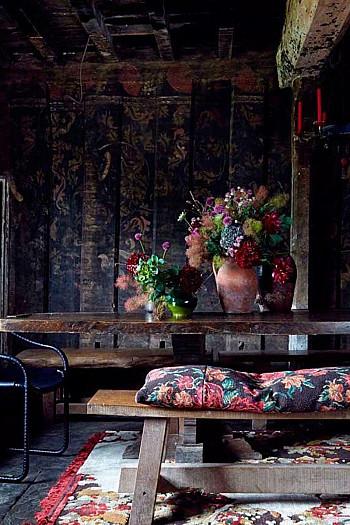 wooninspiratie zwart en bloemen